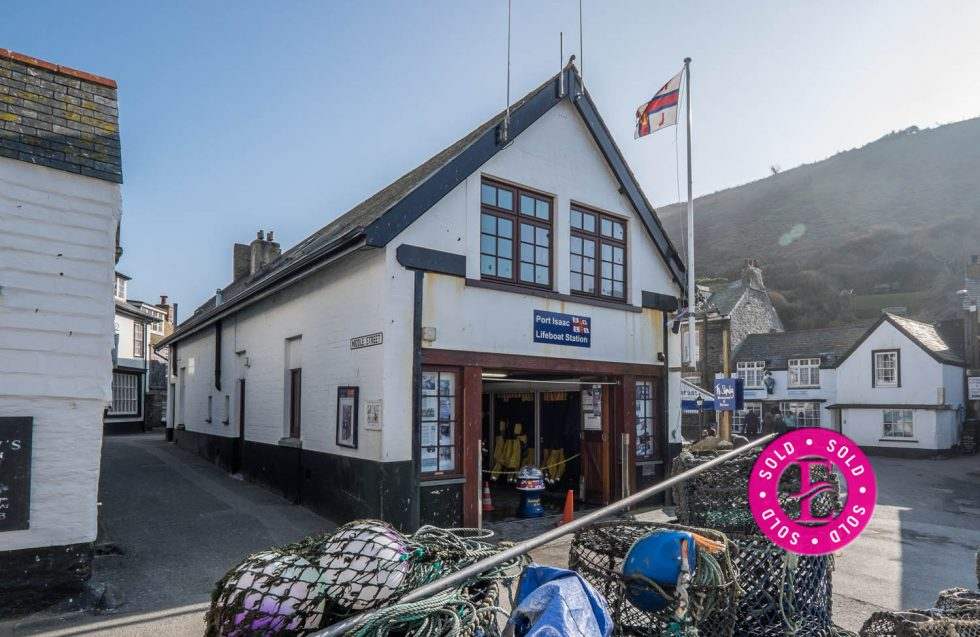 The apartment above the Lifeboat station, Port Isaac – Leasehold – SOLD